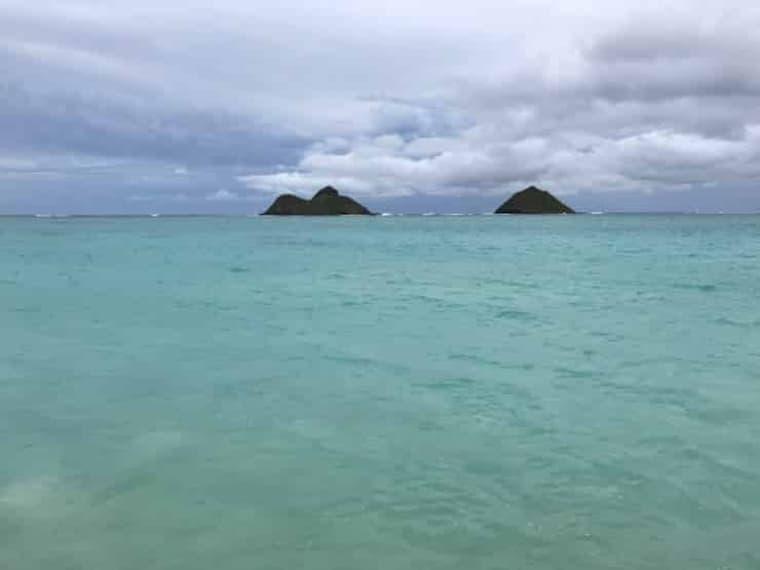 エメラルドブルーのラニカイの海