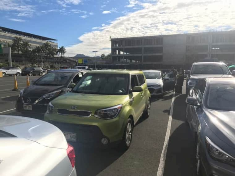 ホノルル空港でのレンタカーの返却