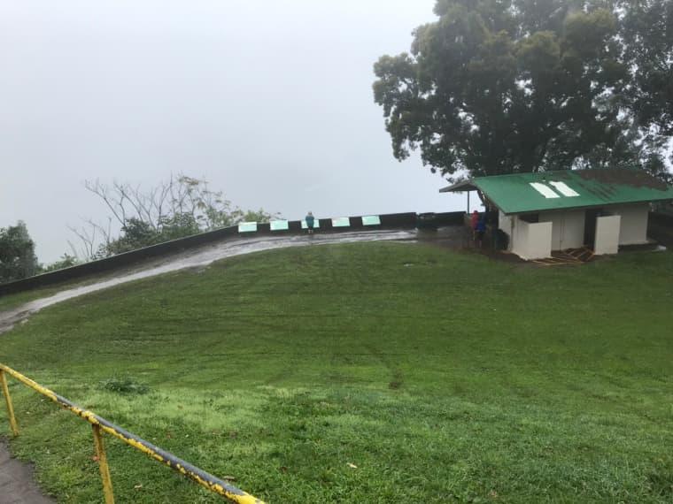 雨の日のワイピオ渓谷
