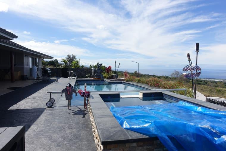 パイナップルハウスのプール