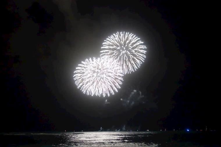 日本の花火大会を間近で見ている感じでした