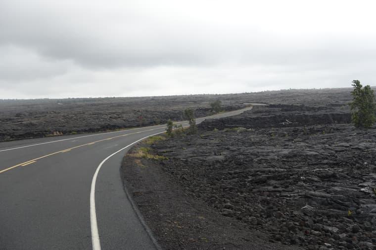 溶岩の間の道1