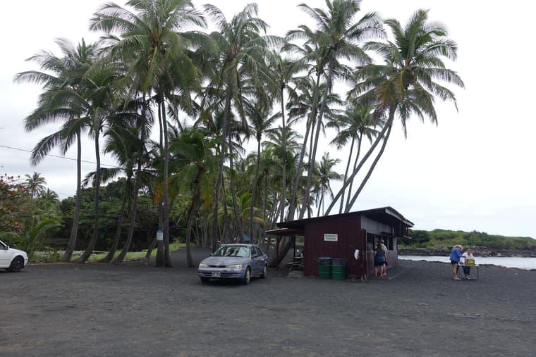 Punaluu Black Sand Beach(プナルウ黒砂海岸)の入り口