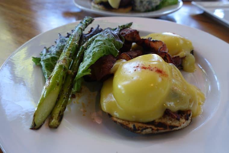 ホルアロアガーデン&カフェのエッグベネディクト
